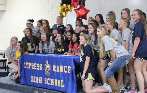 Seniors Sign Off for College Softball